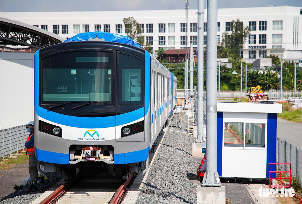 Thêm 3 toa tàu metro số 1 về depot Long Bình để chuẩn bị chạy thử nghiệm - Ảnh 8.