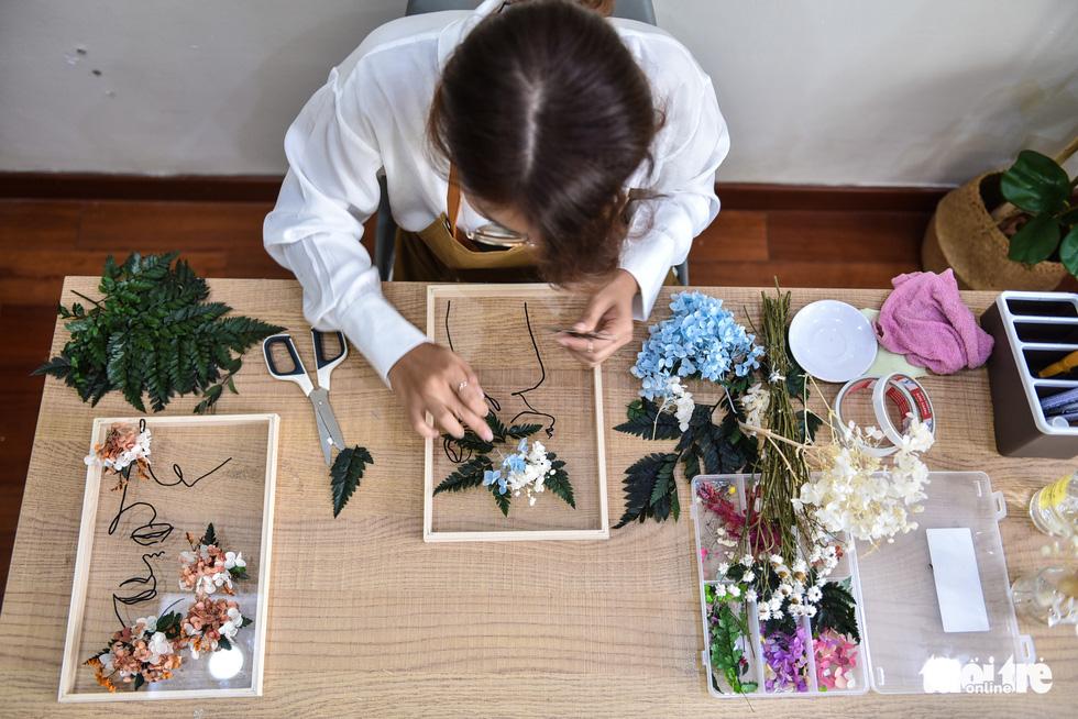 Nàng 9X khởi nghiệp với tranh hoa lồng kính - Ảnh 6.