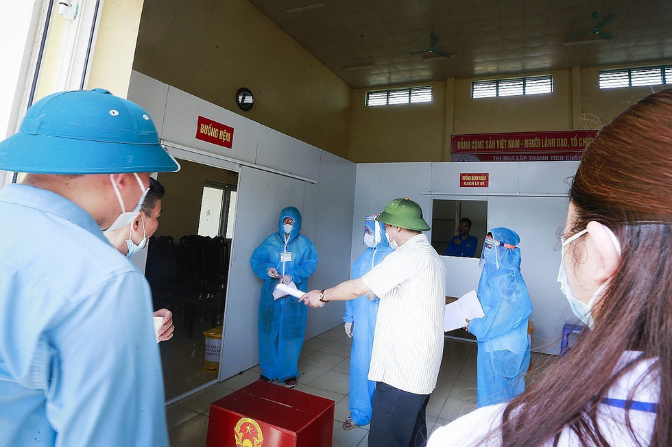 Hòa Bình tổ chức diễn tập bỏ phiếu bầu cử tại các điểm cách ly - Ảnh 5.