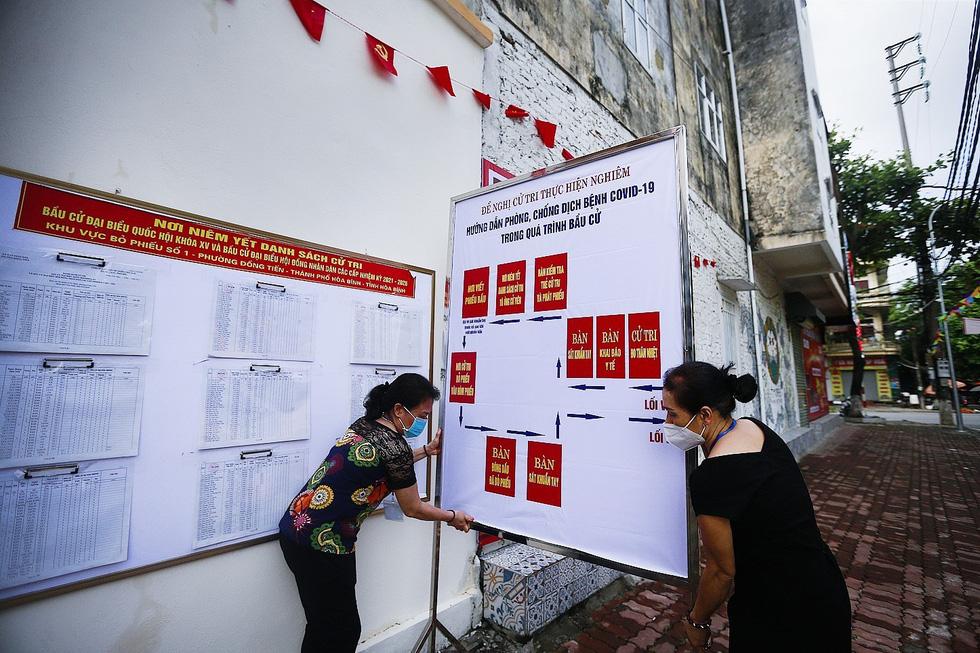 Hòa Bình tổ chức diễn tập bỏ phiếu bầu cử tại các điểm cách ly - Ảnh 7.