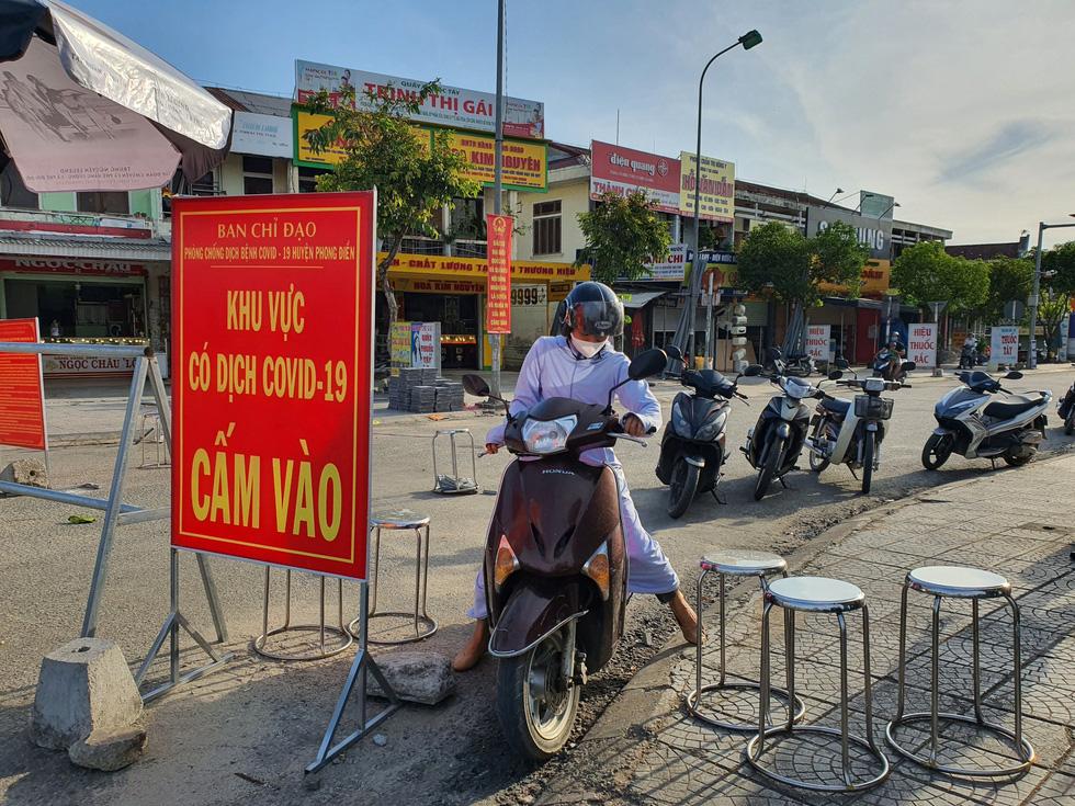 Xã Phong Hiền chính thức dỡ phong tỏa, người dân được phát phiếu vào chợ - Ảnh 2.