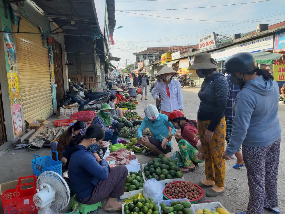 Xã Phong Hiền chính thức dỡ phong tỏa, người dân được phát phiếu vào chợ - Ảnh 12.
