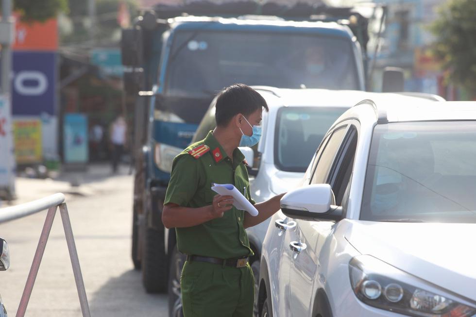 Xã Phong Hiền chính thức dỡ phong tỏa, người dân được phát phiếu vào chợ - Ảnh 5.