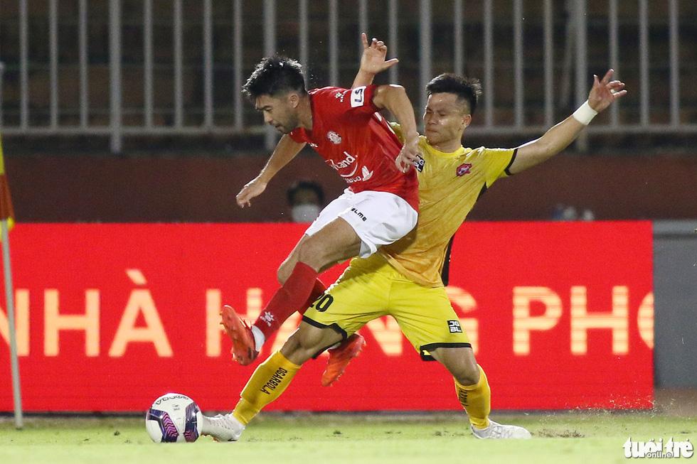 Lee Nguyễn nhận đủ ngón đòn tiểu xảo vẫn tỏa sáng - Ảnh 3.