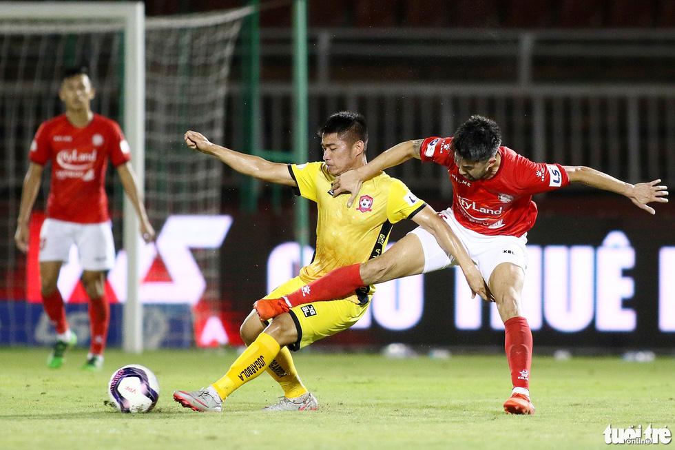 Lee Nguyễn nhận đủ ngón đòn tiểu xảo vẫn tỏa sáng - Ảnh 4.