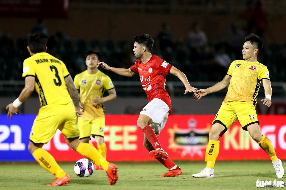 Lee Nguyễn nhận đủ ngón đòn tiểu xảo vẫn tỏa sáng - Ảnh 6.