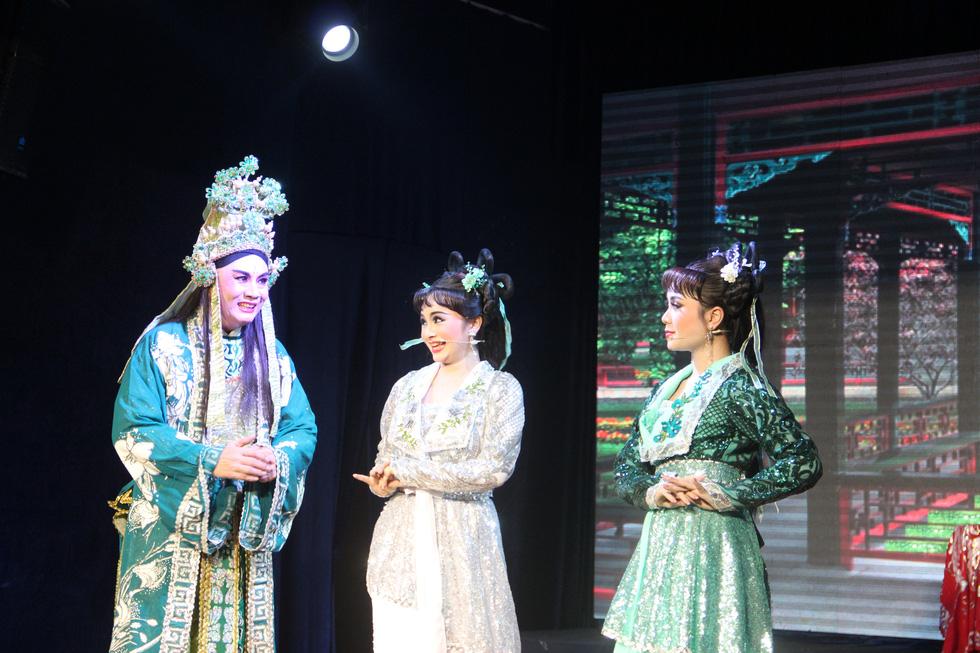 Tú Sương diễn cùng con gái trong đêm hát của gia tộc - Ảnh 6.