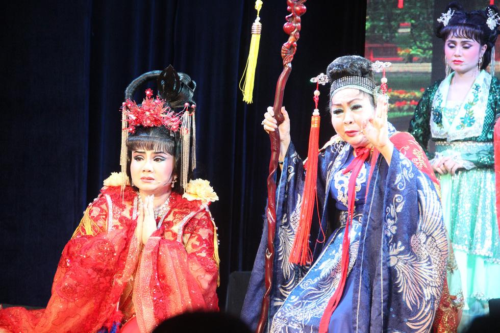 Tú Sương diễn cùng con gái trong đêm hát của gia tộc - Ảnh 2.