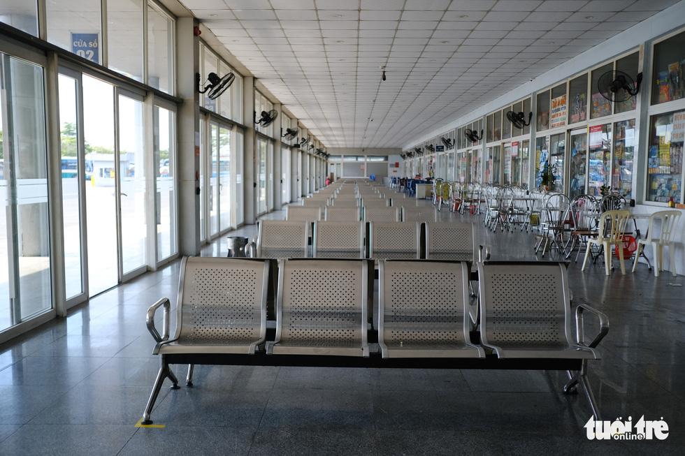 Xe đắp chiếu nằm bãi vì dịch, lao động vận tải Đà Nẵng thất nghiệp - Ảnh 3.