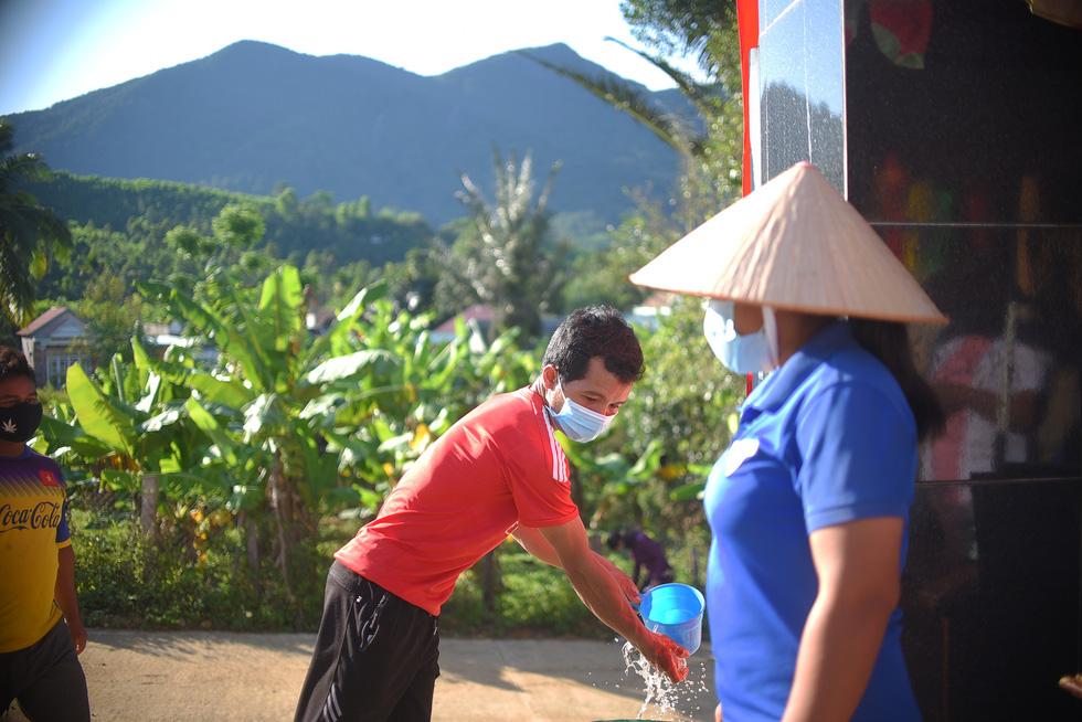 1.600 cử tri ở 10 ngôi làng xa xôi nhất Bình Định bầu cử sớm - Ảnh 2.
