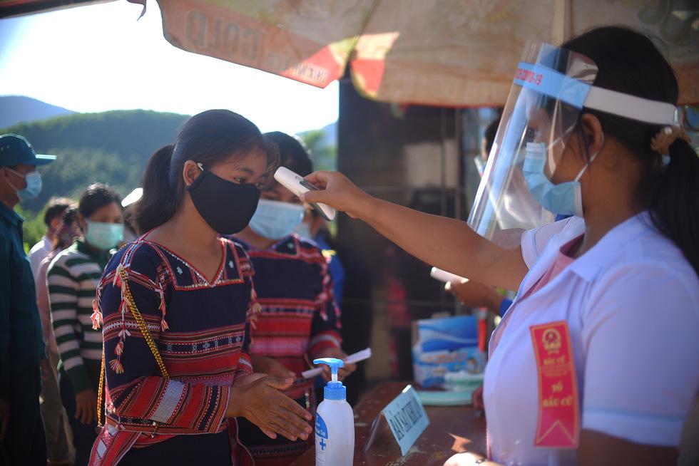 1.600 cử tri ở 10 ngôi làng xa xôi nhất Bình Định bầu cử sớm - Ảnh 3.