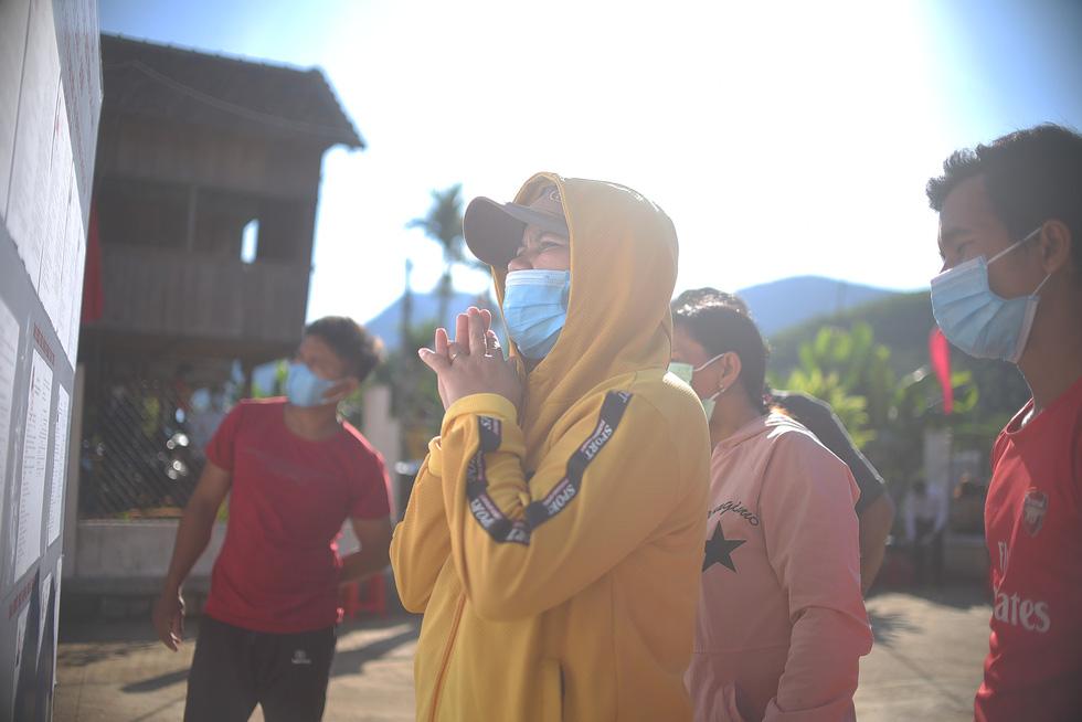 1.600 cử tri ở 10 ngôi làng xa xôi nhất Bình Định bầu cử sớm - Ảnh 5.