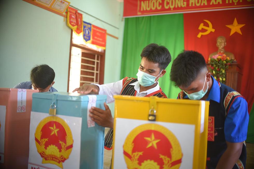 1.600 cử tri ở 10 ngôi làng xa xôi nhất Bình Định bầu cử sớm - Ảnh 6.