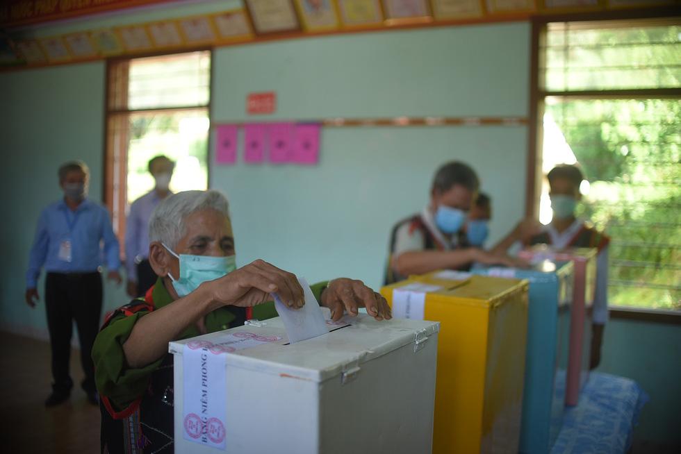 1.600 cử tri ở 10 ngôi làng xa xôi nhất Bình Định bầu cử sớm - Ảnh 8.