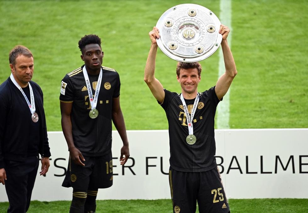 Ghi bàn phút 90, Lewandowski đi vào lịch sử trong ngày nâng đĩa bạc Bundesliga - Ảnh 9.