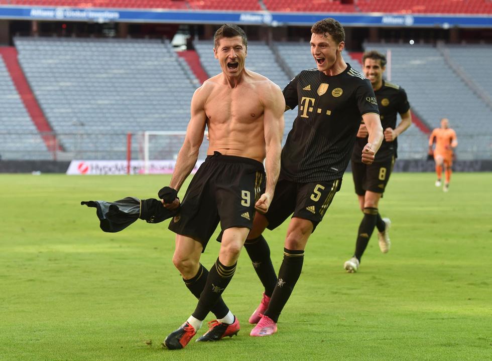 Ghi bàn phút 90, Lewandowski đi vào lịch sử trong ngày nâng đĩa bạc Bundesliga - Ảnh 6.