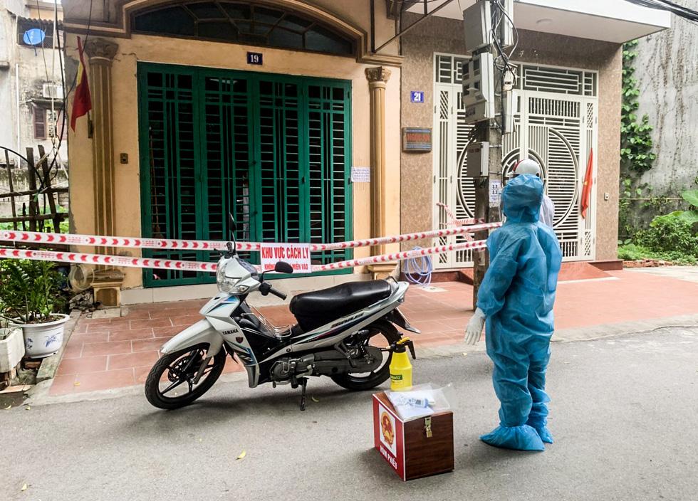 Tâm dịch Bắc Giang: Tổ bầu cử đạp xe chở hòm phiếu đến tận nhà để dân bầu cử - Ảnh 6.