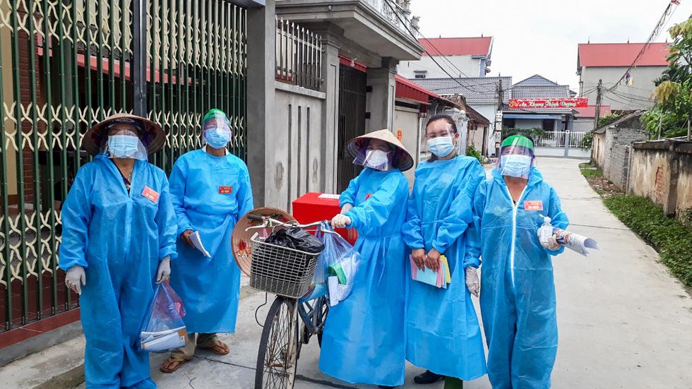 Tâm dịch Bắc Giang: Tổ bầu cử đạp xe chở hòm phiếu đến tận nhà để dân bầu cử - Ảnh 9.