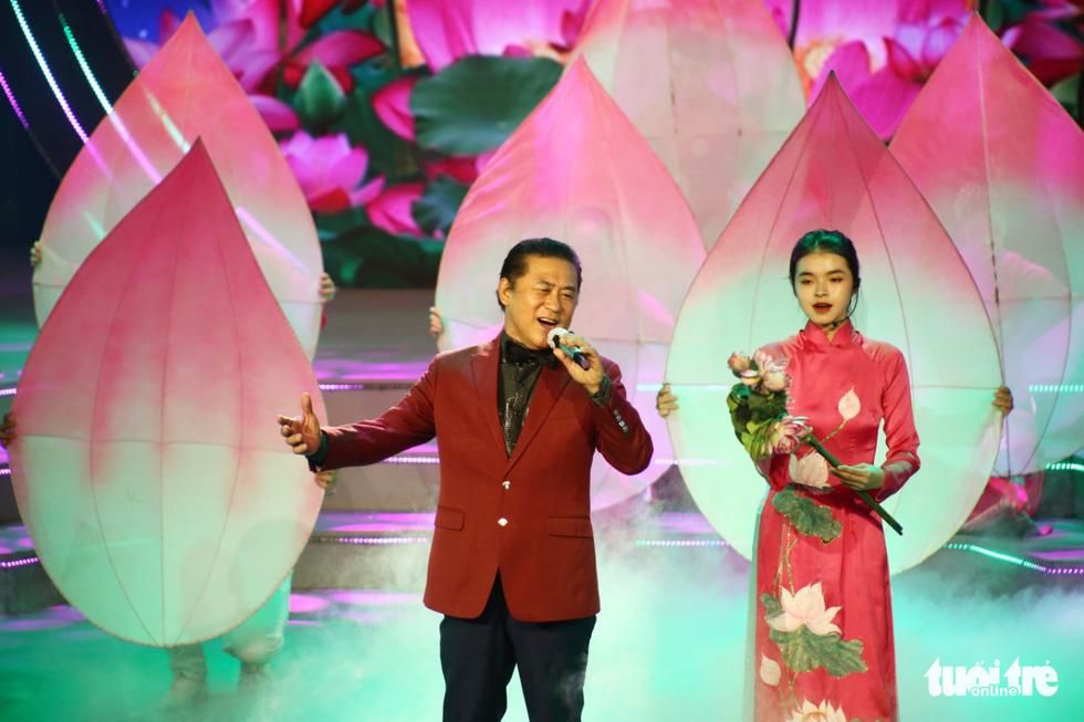 Tạ Minh Tâm, Hiền Thục, Hồ Trung Dũng hát mừng bầu cử - Ảnh 4.