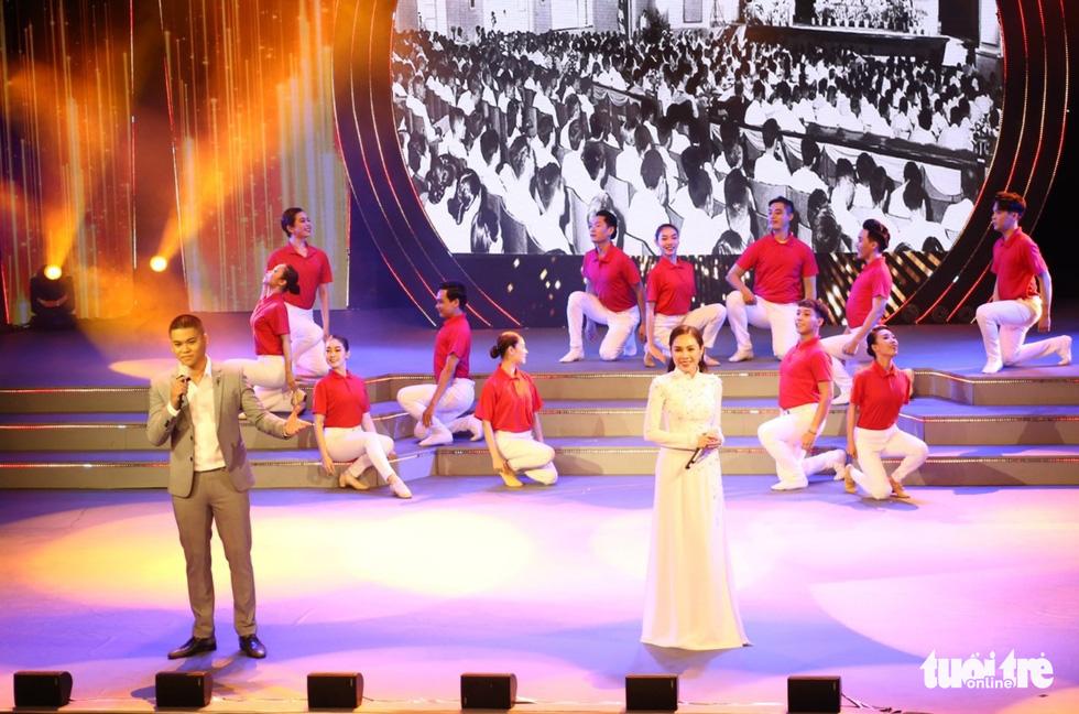 Tạ Minh Tâm, Hiền Thục, Hồ Trung Dũng hát mừng bầu cử - Ảnh 3.