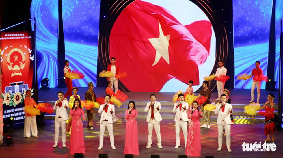 Tạ Minh Tâm, Hiền Thục, Hồ Trung Dũng hát mừng bầu cử - Ảnh 1.