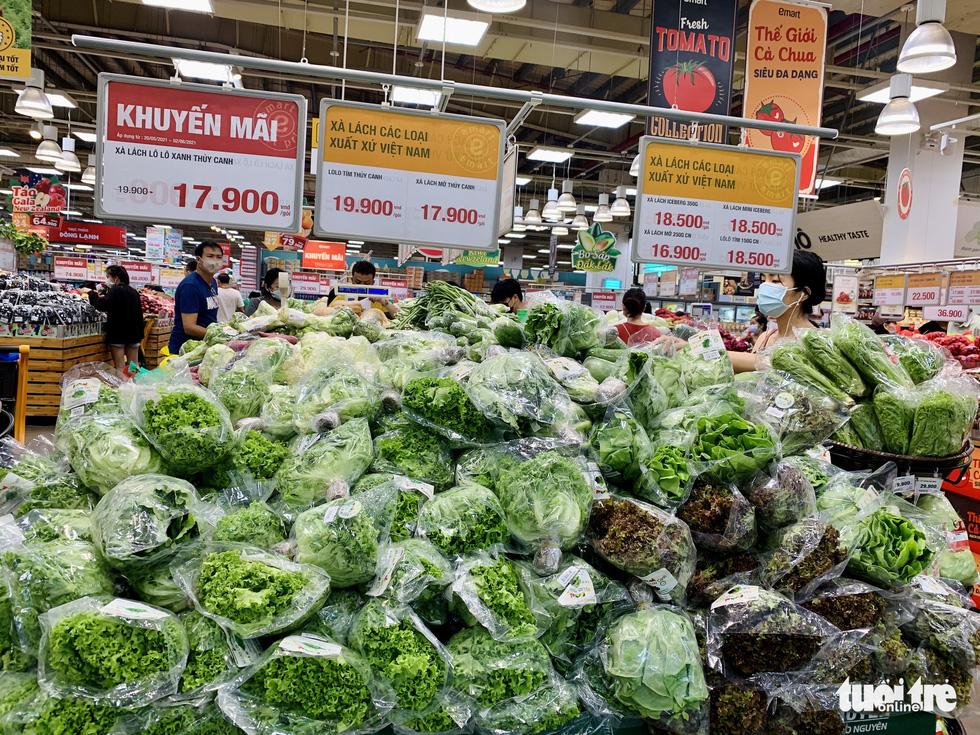 Không còn lê la hàng quán, người dân Sài Gòn gặp được khuyến mãi ồ ạt ở siêu thị - Ảnh 4.