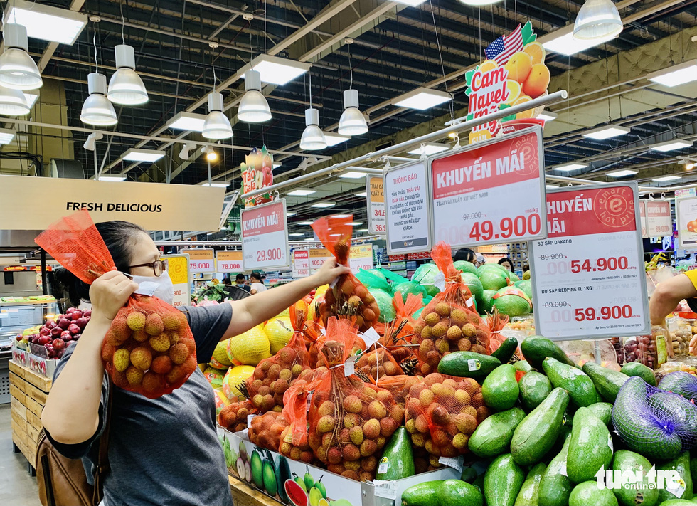 Không còn lê la hàng quán, người dân Sài Gòn gặp được khuyến mãi ồ ạt ở siêu thị - Ảnh 3.