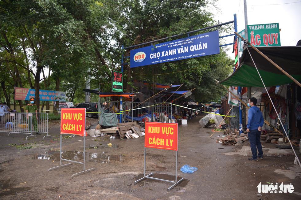 Hà Nội tạm phong tỏa chợ Xanh Văn Quán có liên quan ca COVID-19 - Ảnh 2.