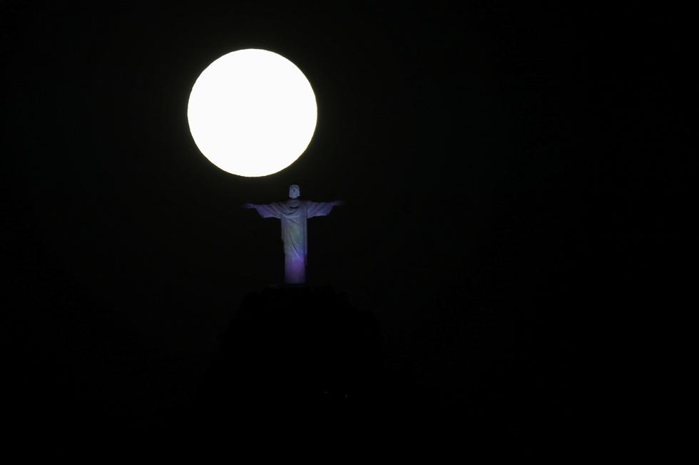 Thưởng thức siêu trăng máu khắp thế giới 10 năm mới có 1 lần - Ảnh 4.