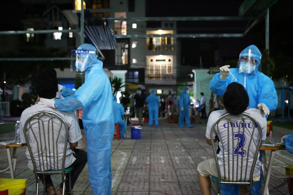 Gấp rút xét nghiệm 50.000 dân Gò Vấp suốt đêm nay đến rạng sáng 29-5 - Ảnh 10.
