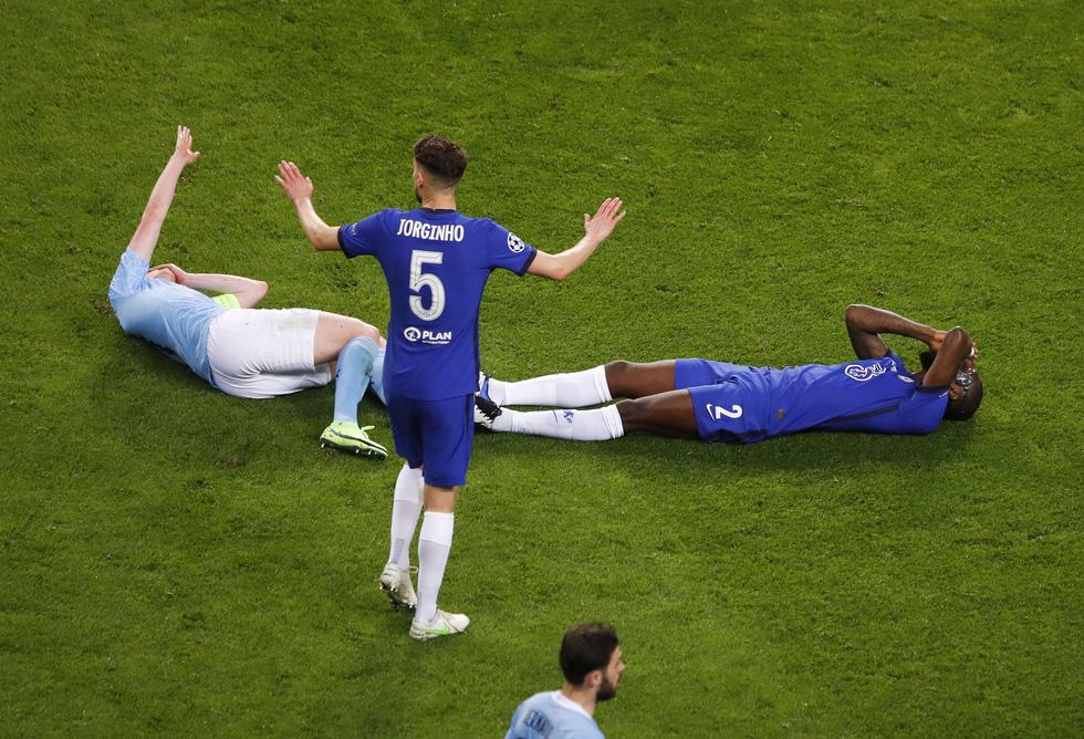 De Bruyne khóc nức nở khi phải rời sân vì chấn thương trong trận chung kết - Ảnh 2.