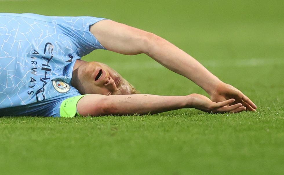 De Bruyne khóc nức nở khi phải rời sân vì chấn thương trong trận chung kết - Ảnh 1.