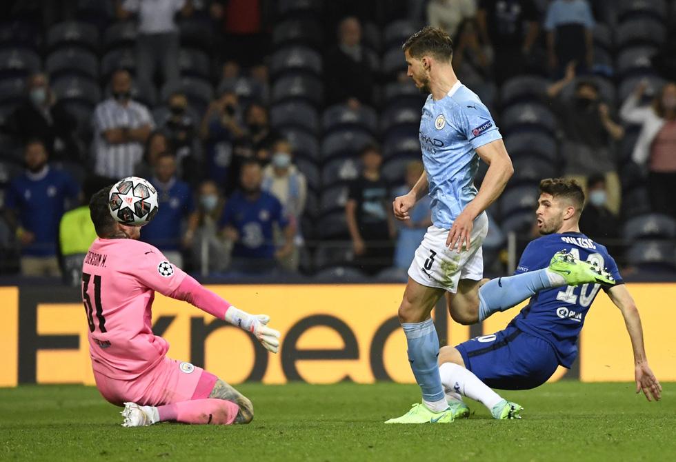 De Bruyne khóc nức nở khi phải rời sân vì chấn thương trong trận chung kết - Ảnh 5.