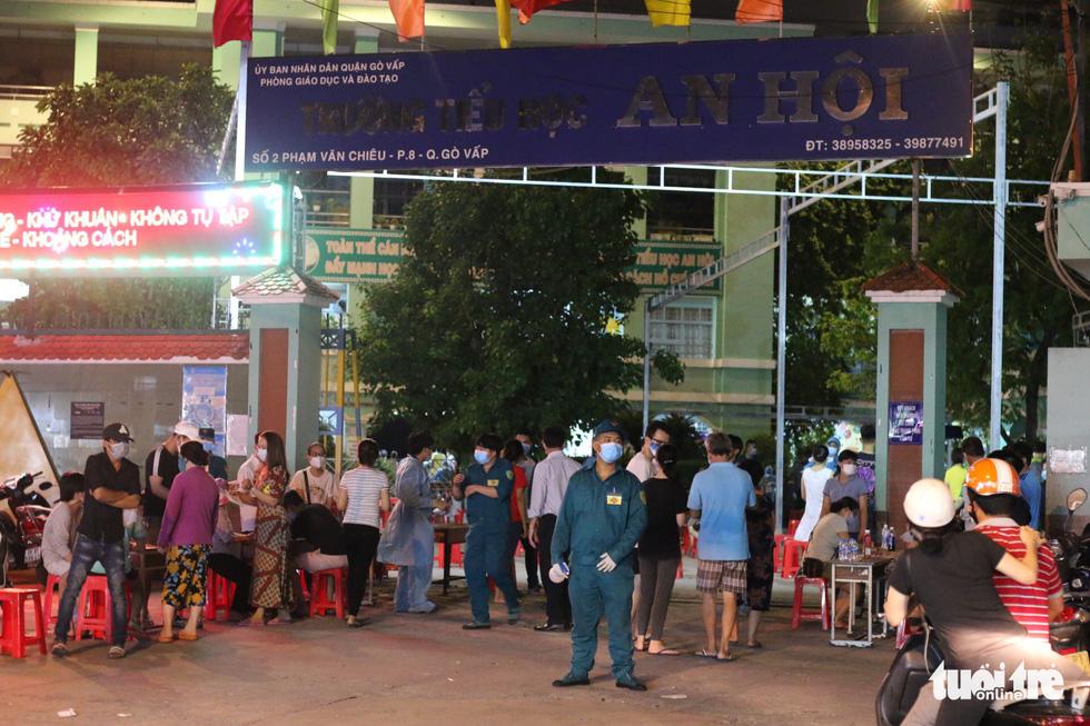 Giữa đêm, TP.HCM chính thức giãn cách xã hội toàn thành phố - Ảnh 20.
