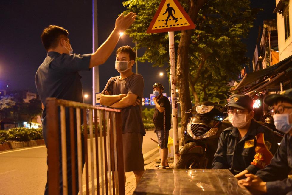 Giữa đêm, TP.HCM chính thức giãn cách xã hội toàn thành phố - Ảnh 2.