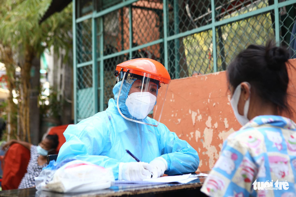 Khẩn cấp xét nghiệm toàn bộ người dân hẻm 245 khu Mả Lạng - Ảnh 1.