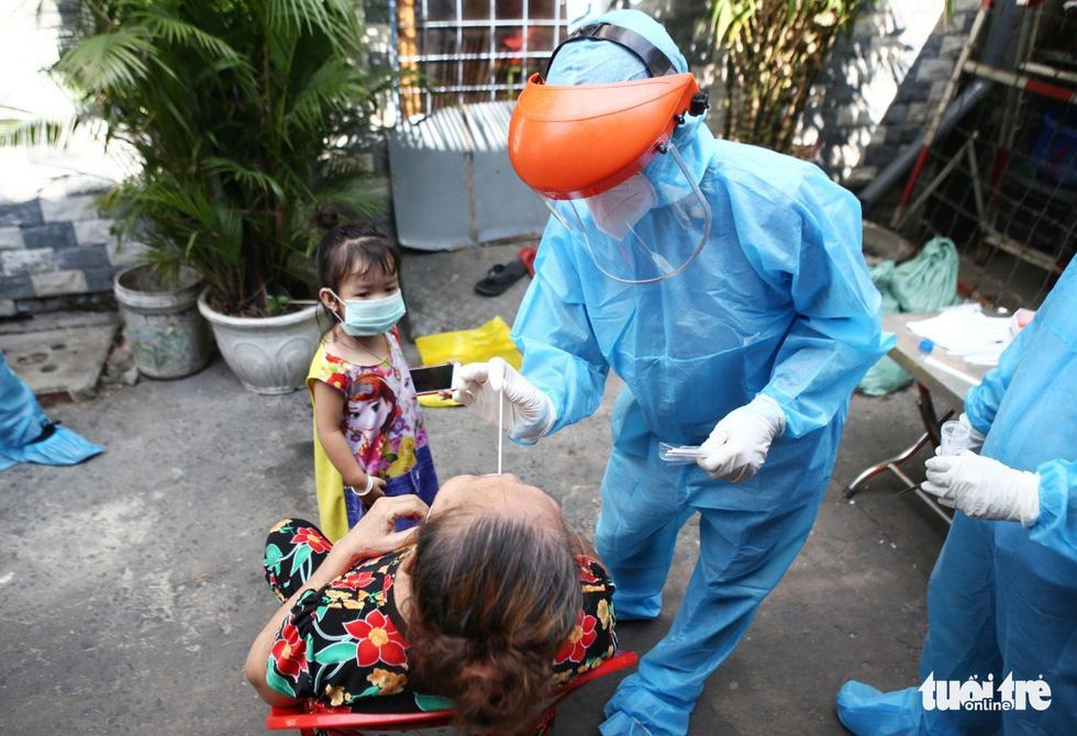 Khẩn cấp xét nghiệm toàn bộ người dân hẻm 245 khu Mả Lạng - Ảnh 5.