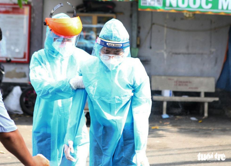 Khẩn cấp xét nghiệm toàn bộ người dân hẻm 245 khu Mả Lạng - Ảnh 8.
