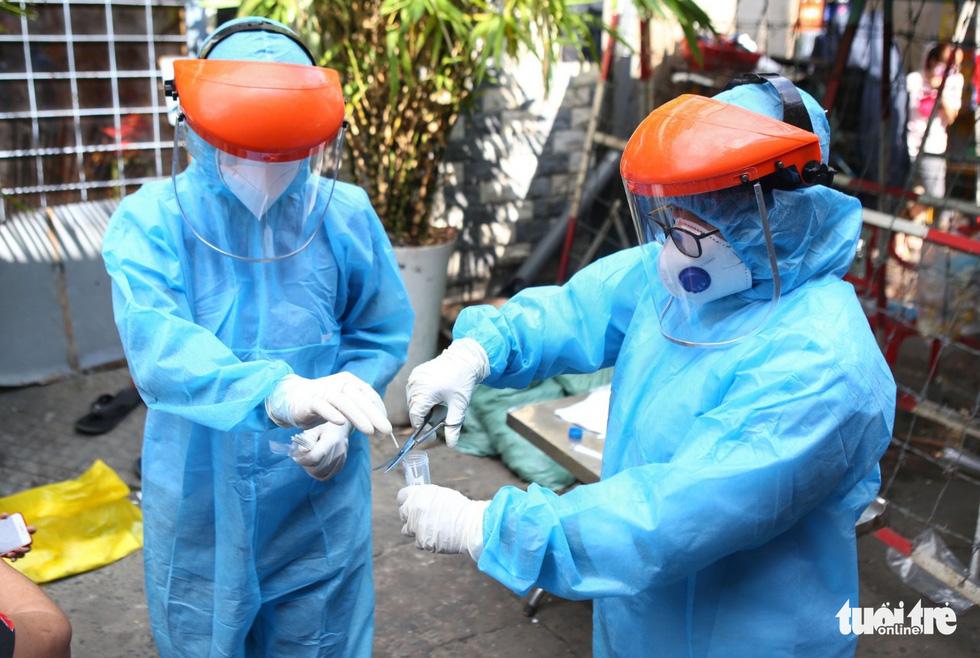 Khẩn cấp xét nghiệm toàn bộ người dân hẻm 245 khu Mả Lạng - Ảnh 7.