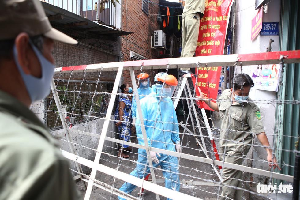 Khẩn cấp xét nghiệm toàn bộ người dân hẻm 245 khu Mả Lạng - Ảnh 9.