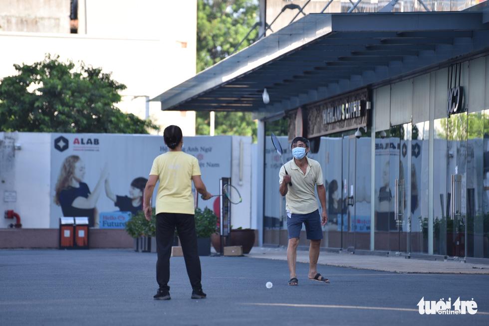 Quận Gò Vấp trong sáng ngày đầu giãn cách xã hội - Ảnh 6.