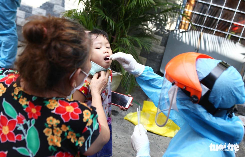 Khẩn cấp xét nghiệm toàn bộ người dân hẻm 245 khu Mả Lạng - Ảnh 6.