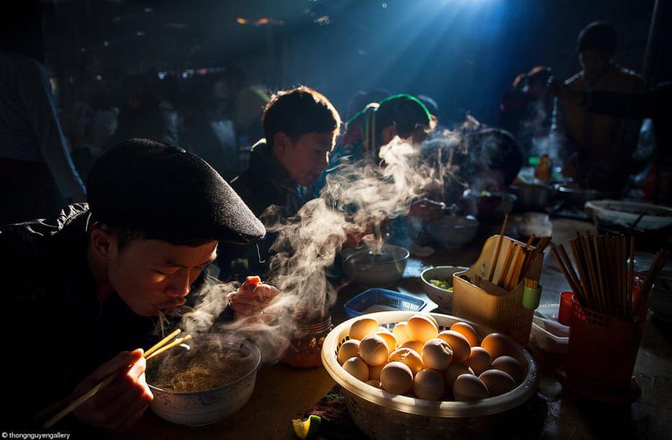 Nhịp sống văn hóa ẩm thực Việt Nam nổi bật qua giải ảnh Pink Lady Food Photography - Ảnh 1.