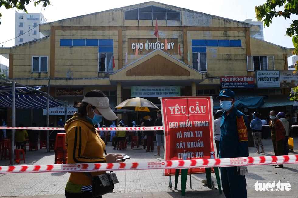 Đà Nẵng xét nghiệm diện rộng chợ Phước Mỹ và Cẩm Lệ liên quan nữ nhân viên massage - Ảnh 2.