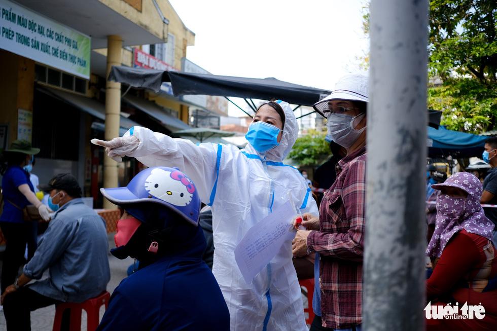 Đà Nẵng xét nghiệm diện rộng chợ Phước Mỹ và Cẩm Lệ liên quan nữ nhân viên massage - Ảnh 5.