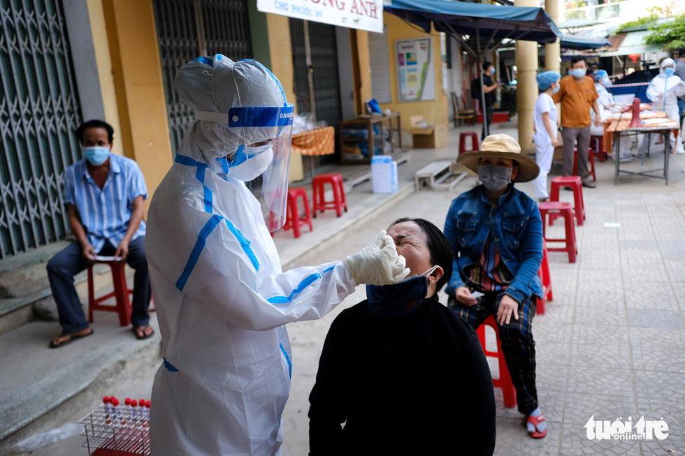 Đà Nẵng xét nghiệm diện rộng chợ Phước Mỹ và Cẩm Lệ liên quan nữ nhân viên massage - Ảnh 7.
