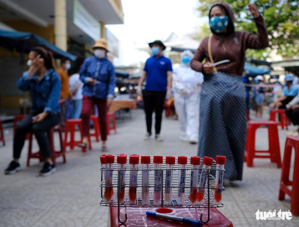 Đà Nẵng xét nghiệm diện rộng chợ Phước Mỹ và Cẩm Lệ liên quan nữ nhân viên massage - Ảnh 8.