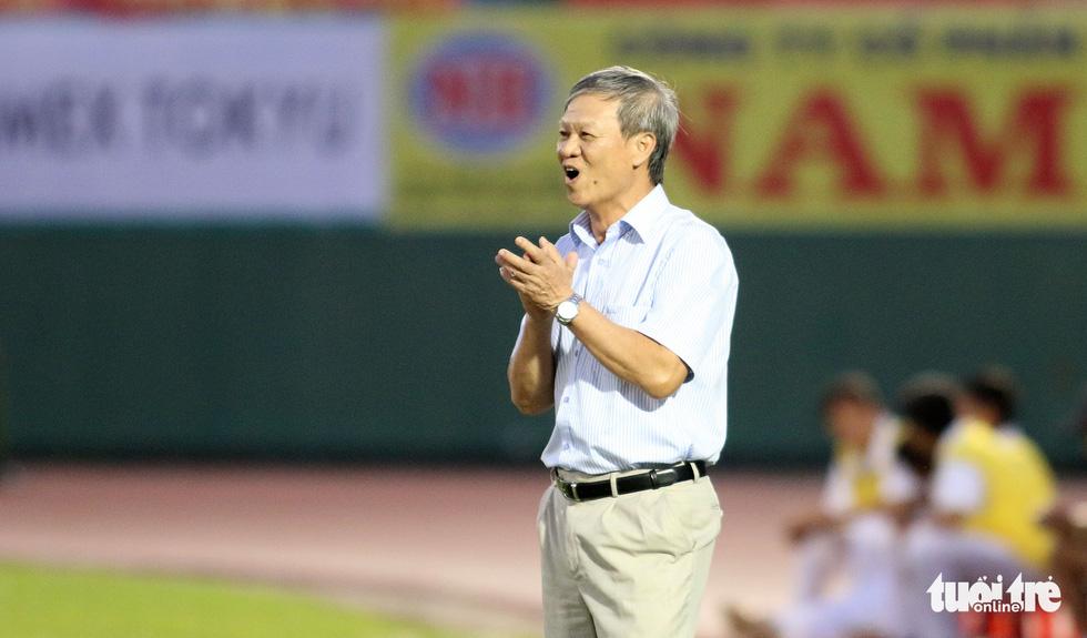 Những hình ảnh cố HLV Lê Thụy Hải với 3 chức vô địch V-League cùng B.Bình Dương - Ảnh 3.