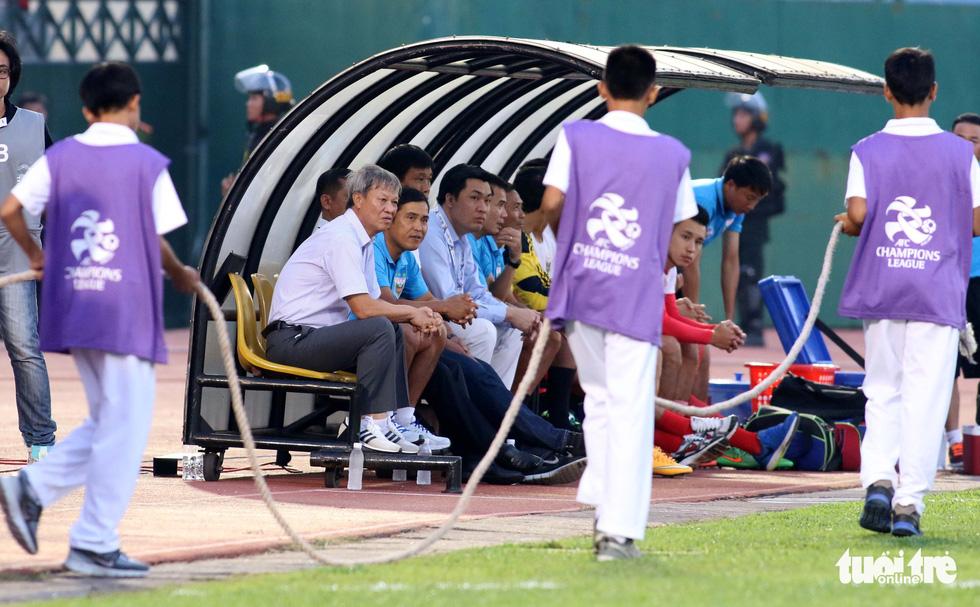 Những hình ảnh cố HLV Lê Thụy Hải với 3 chức vô địch V-League cùng B.Bình Dương - Ảnh 4.
