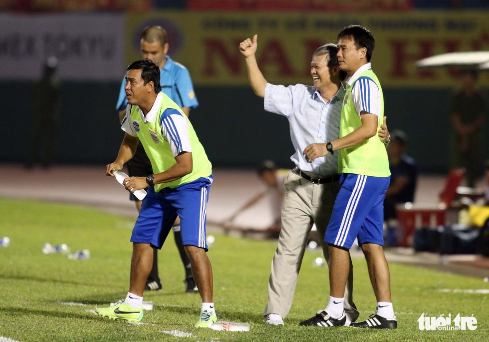 Những hình ảnh cố HLV Lê Thụy Hải với 3 chức vô địch V-League cùng B.Bình Dương - Ảnh 5.
